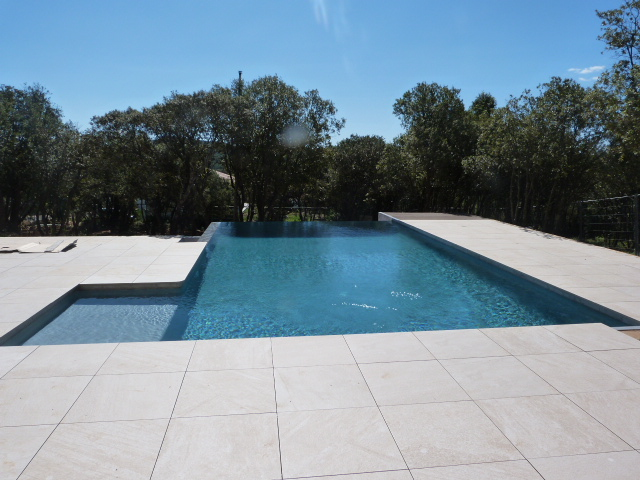 Pose de carrelage piscine h rault chantier carrelage for Carrelage exterieur pose sur plot